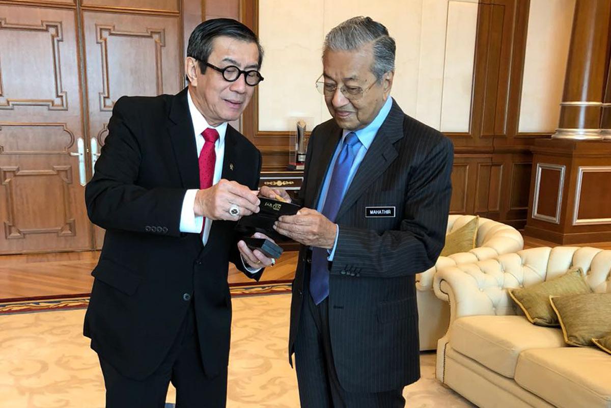 Bersama Perdana Menteri Malaysia Mahathir Mohamad