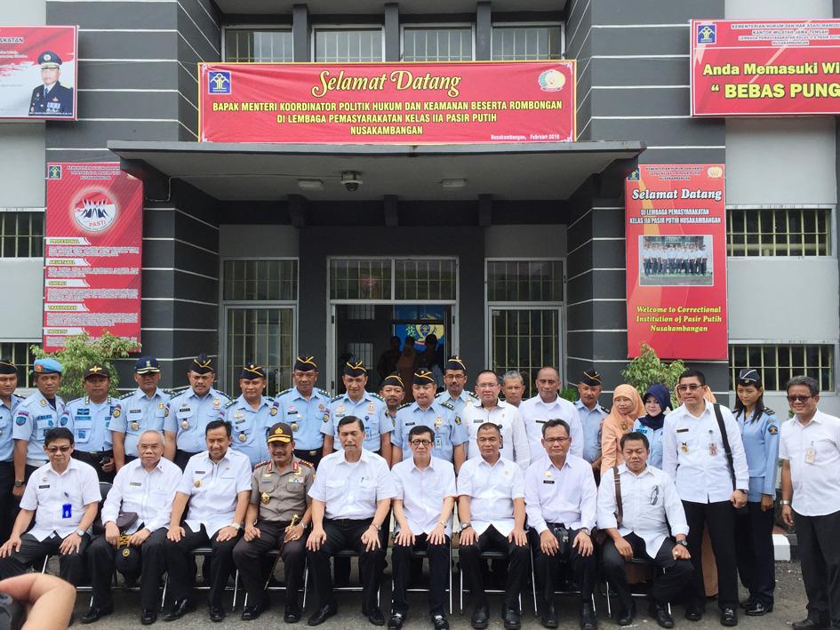 Meninjau Lapas High Risk Maximum Security, Lapas Pasir Putih, bersama Menkopolhukam dan Kapolri, 2016