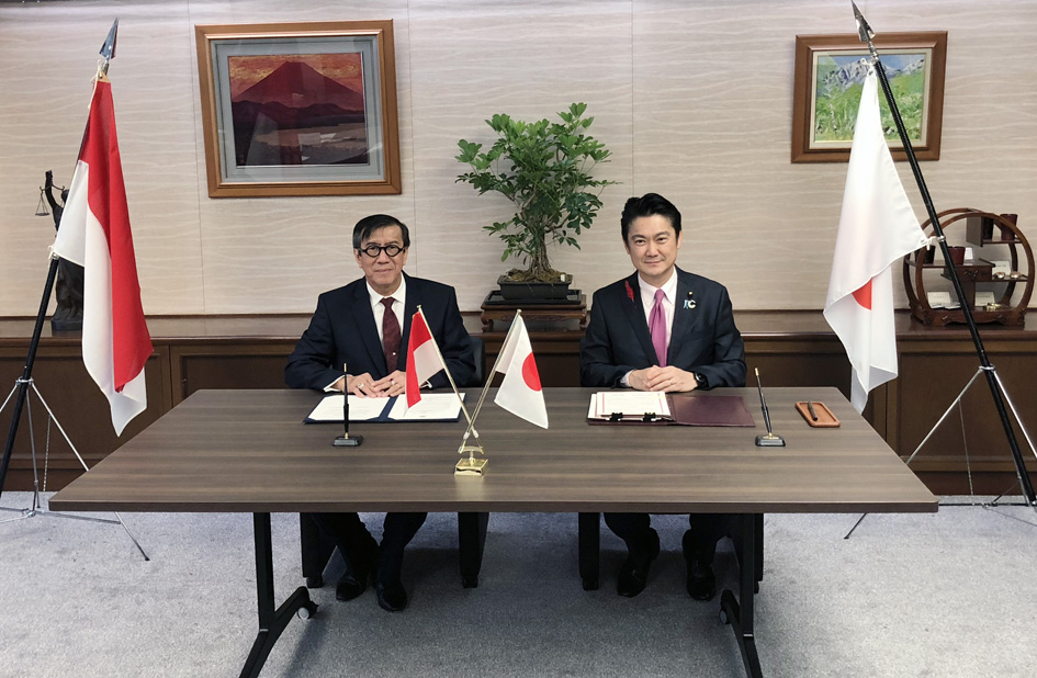 Penandatanganan Memorandum of Cooperation antara Menkumham dengan Minister of Justice of Japan, H.E. Takashi Yamashita, Tokyo, 10 Oktober 2018.