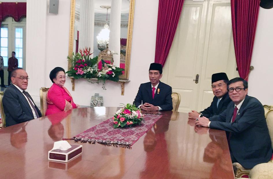Bersama Presiden RI Bapak Joko Widodo, Wakil Presiden Bapak Jusuf Kalla, Ibu Megawati Soekarno Putri dan Bapak Aburizal Bakrie.