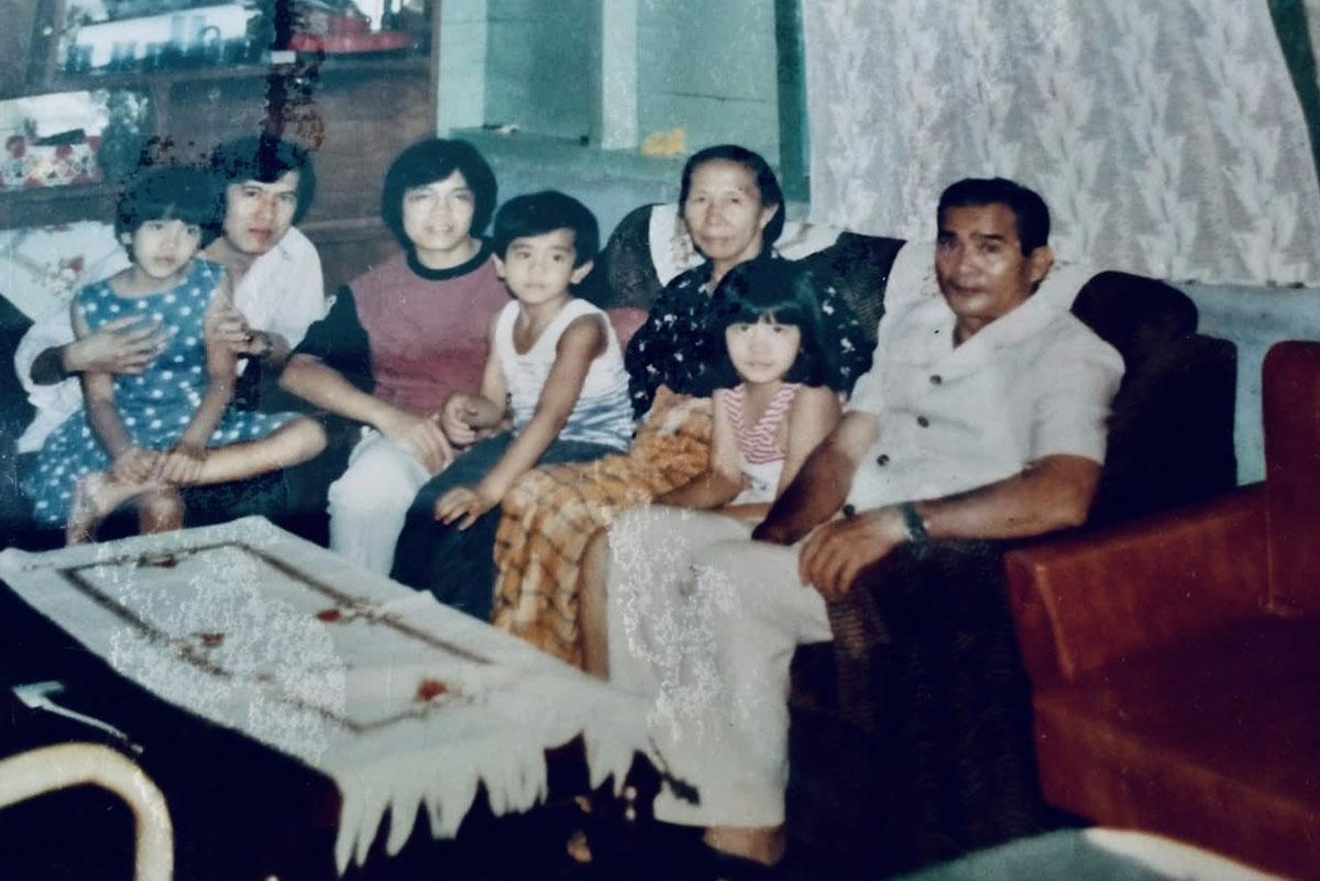 Saya, istri, Isabella, Francisca, Yamitema dan kedua orang tua.