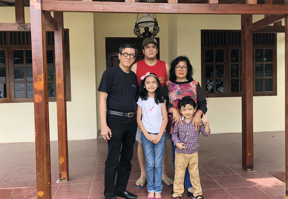 Cucu tertua Nadya, Jacob, Yamitema (anak ke-3) dan istri tercinta.