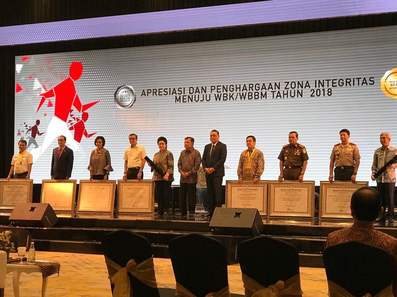 Menerima Penghargaan Zona Integritas Menuju Wilayah Bebas dari Korupsi (WBK) & Wilayah Birokrasi Bersih Melayani (WBBM) Tahun 2018 dari Wakil Presiden Jusuf Kalla.