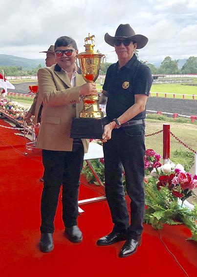 Membuka sekaligus menyerahkan Piala Presiden RI untuk diperebutkan pada Kejurnas Seri-II Persatuan Olahraga Berkuda Seluruh Indonesia ke 52 tahun 2018 kepada Ketua Pordasi Indonesia, Eddy