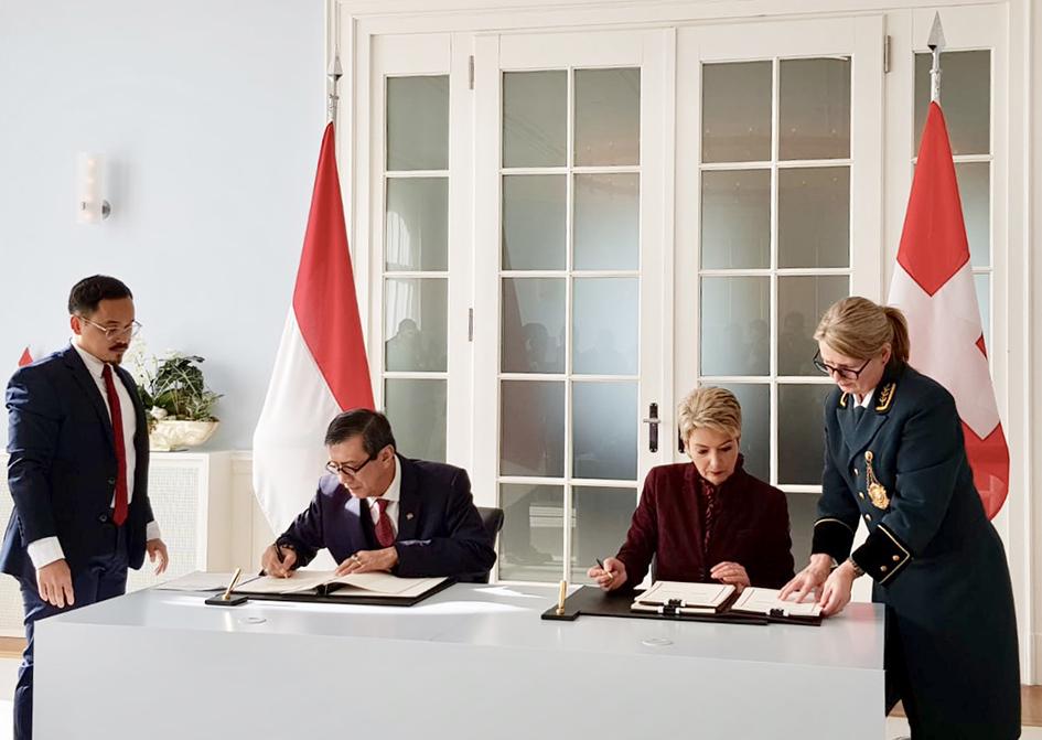 PENANDATANGANAN Perjanjian Bantuan Hukum Timbal Balik atau Mutual Legal Assistance (MLA) antara RI dengan Swiss di Bernerhof Bern, Senin (4/2/2019).