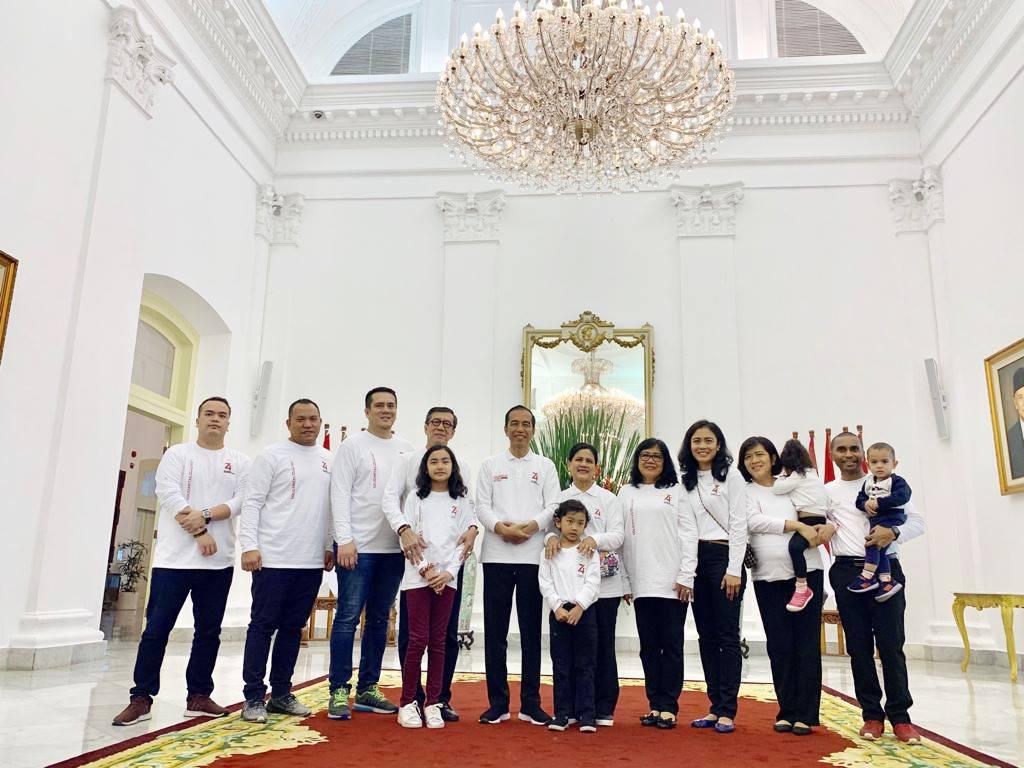 Bersama keluarga dalam acara Family Gathering Kabinet Kerja di Istana Kepresidenan Bogor, Minggu, 4 Agustus 2019.