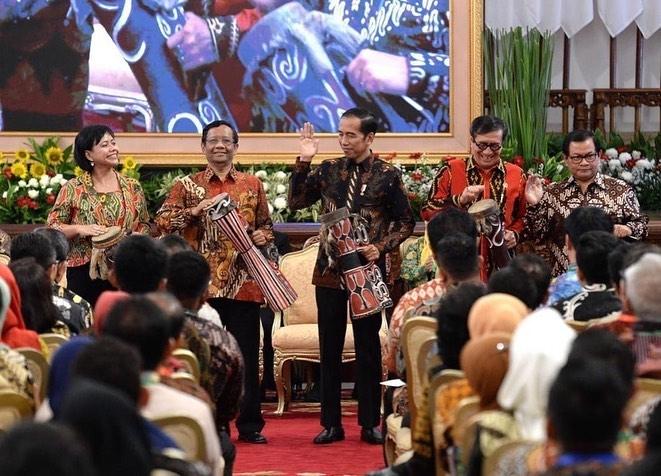 Mendampingi Presiden Joko Widodo pada Pembukaan Konferensi Nasional Hukum Tata Negara ke-6 di Istana Negara, tanggal 2 September 2019.